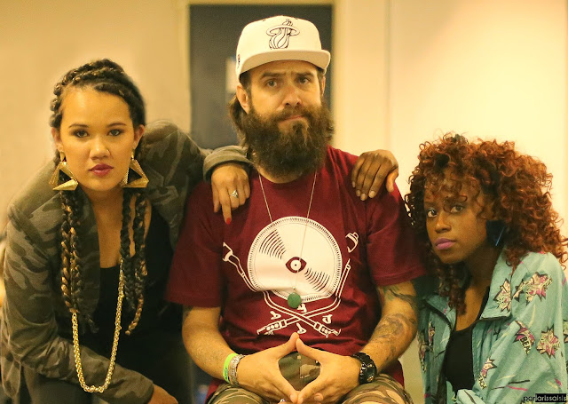 """Ouça o som """"Afasta"""" do grupo D' Origem com part. Amanda Negrasim, Lua Rodrigues e DJ Simone lasdenas."""