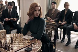"""Anya Taylor-Joy jest najpiękniejsza – o dobrodziejstwach serialu """"Queen's Gambit"""""""