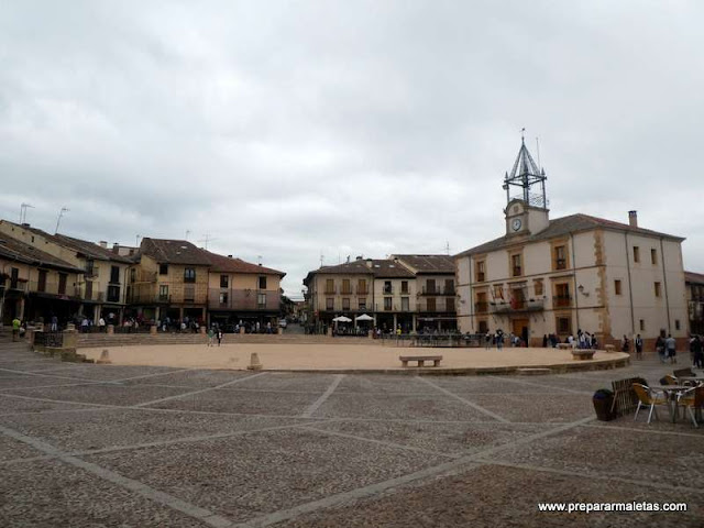 plaza mayor de Riaza en Segovia