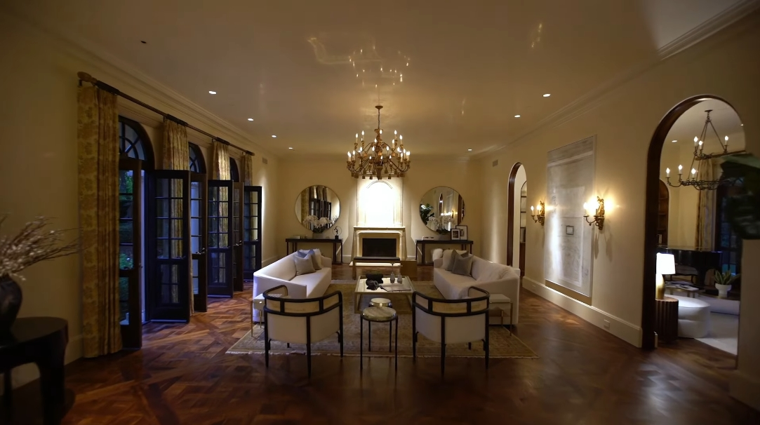 43 Photos vs. 1010 N Roxbury Dr, Beverly Hills, CA Interior Design Ultra Luxury Mansion Tour