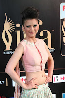 Akshara Haasan in Peachy Crop Top Choli Skirt at IIFA Utsavam Awards 08.JPG