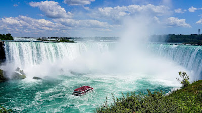 Niagara Falls, Tourist Attractions in Canada's Most Romantic
