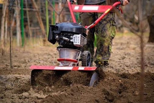 Alat Pertanian Modern Untuk Mengolah Tanah Menjadi Lebih Subur