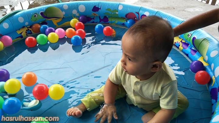 Cara Ajar Bayi Berenang