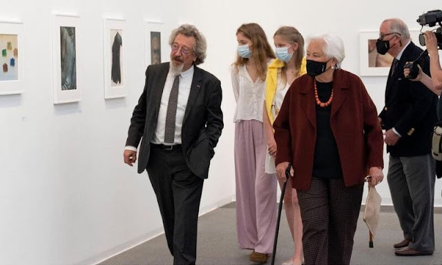 Queen Paola and Princess Eleonore visited the Museum of Contemporary Arts. Crown Princess Elisabeth wore new wide-leg trousers by Zara