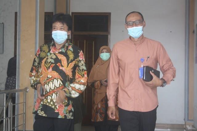 Kegiatan silaturahmi Prof. Dr. Uman Suherman, AS, M.Pd,, dengan pimpinan, Dosen serta pejabat struktural STIKes Respati