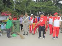 Wakil Wali Kota Berolahraga Sambil Pantau Kondisi Lapangan Merdeka