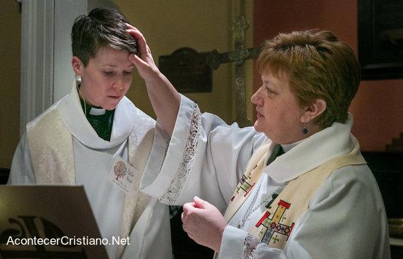 Ceremonia pastor transexual en iglesia