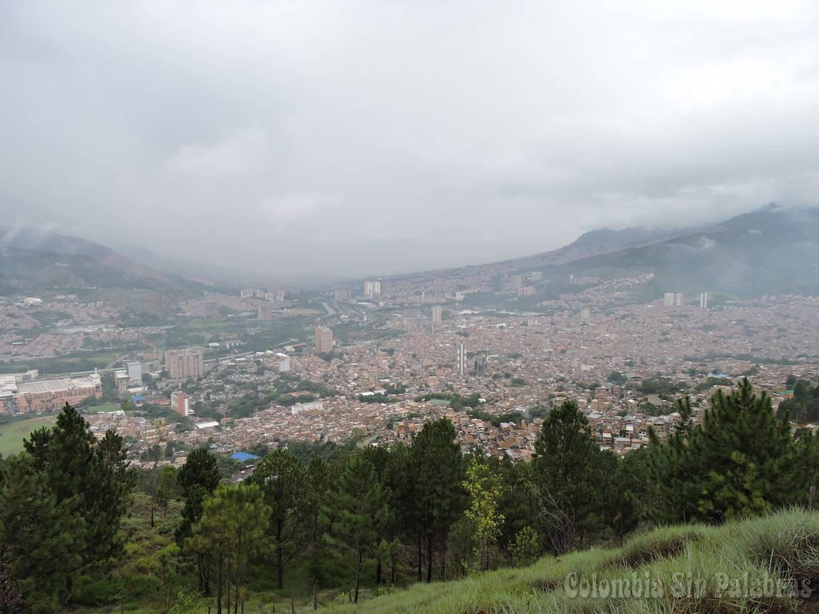 vista de la ciudad desde el cerro quitasol en bello