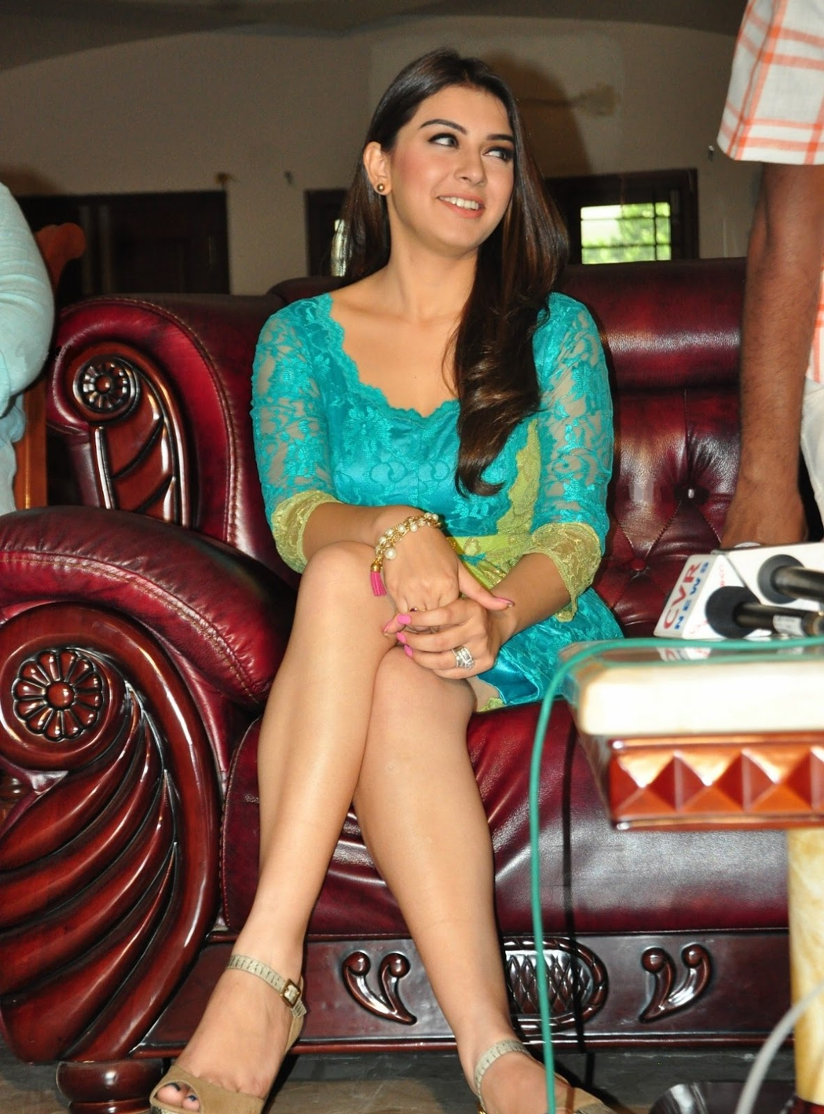 Glamours Tamil Actress Hansika Motwani Milky White Thigh Show In Short Green Dress