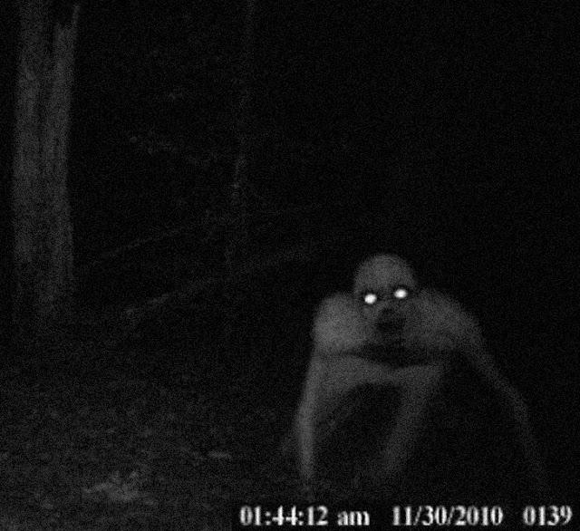 Imagem de Rake, creepypasta assustadora.