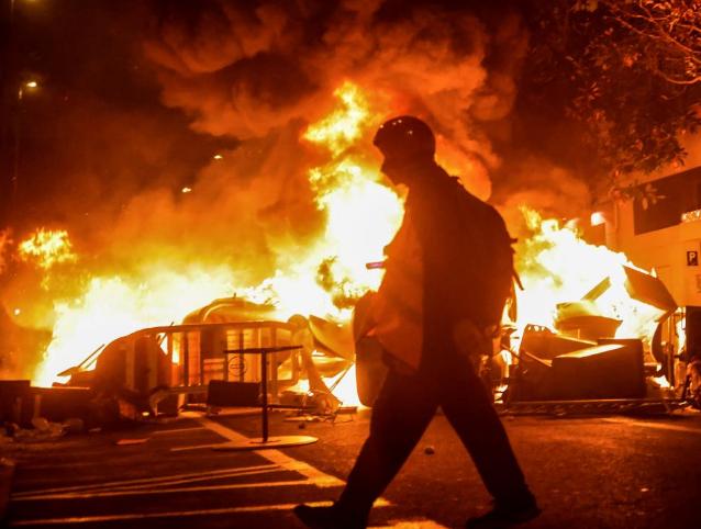"""Policías ven """"escandaloso"""" que un partido del Gobierno apoye las protestas violentas"""