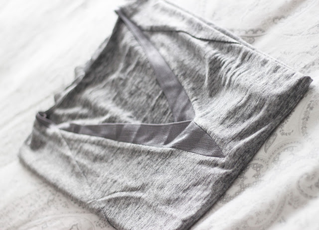 photo-zara-camiseta-ligera-gris