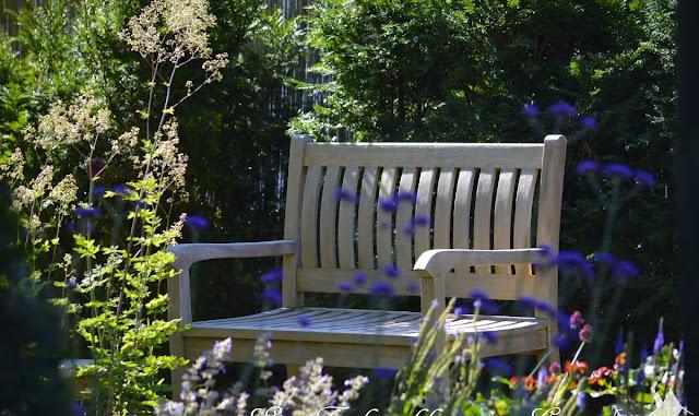 Sitzplatz im Rosengarten