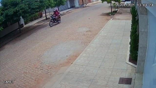 Moto é furtada em plena luz do dia defronte residência em Dom Basílio