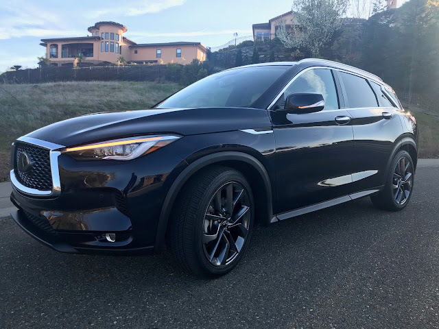 Front 3/4 view of 2020 Infiniti QX50 Autograph AWD