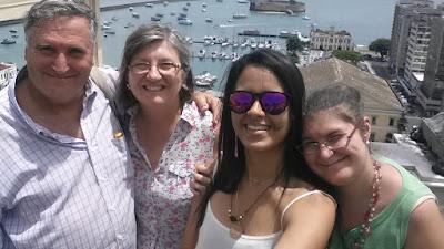 Con Julia, Plaza MunicipalSalvador de Bahía, Brasil, La vuelta al mundo de Asun y Ricardo, round the world, mundoporlibre.com