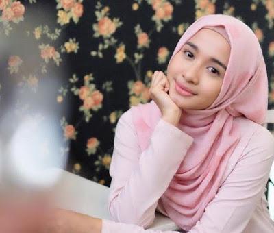 wanita hijab cantik orang sunda