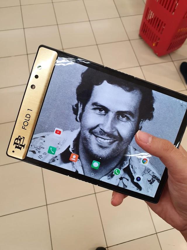 Spesifikasi dan Harga Ponsel Lipat Buatan Pablo Escobar
