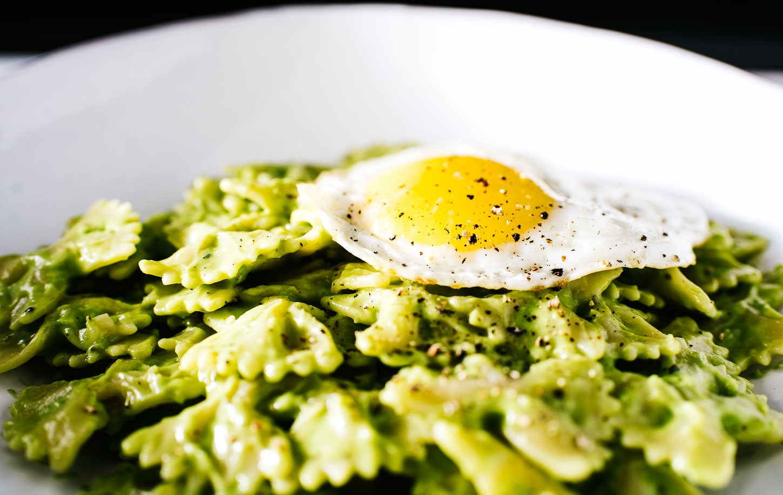 avokadolu ve yumurtalı makarna