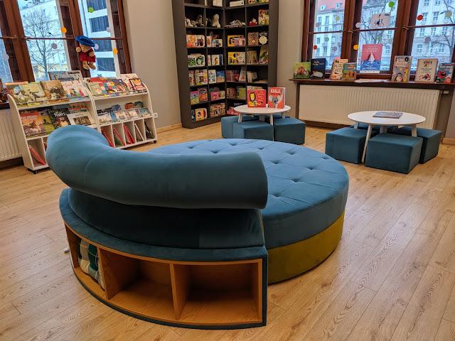 Kącik dla dzieci w Bibliotece na Dworcu Głównym we Wrocławiu