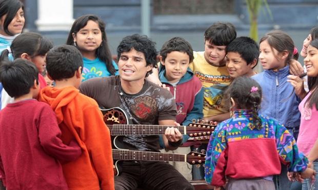 Billboard nombra a Pedro Suárez-Vértiz parte de la industria musical latina