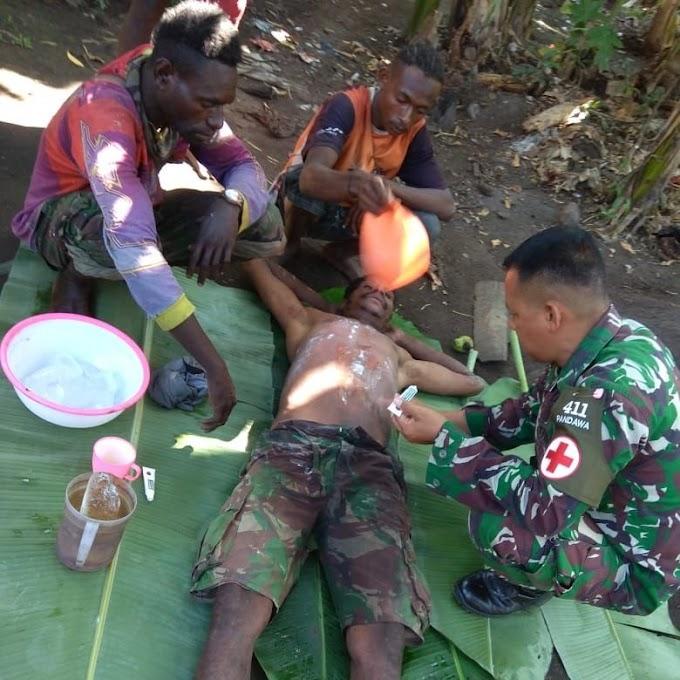 Peduli Kesehatan Warga, Satgas Yonif MR 411/PDW Kostrad Berikan Layanan Pengobatan Keliling