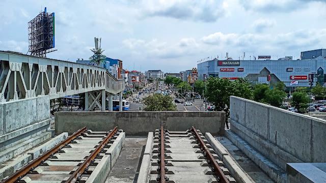 suasana di stasiun LRT jakarta