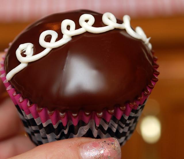 Homemade Copycat Hostess Cupcakes Only Yummier Hugs