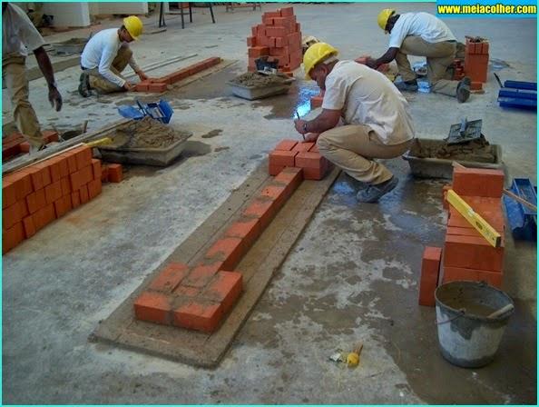 levantando paredes tijolos