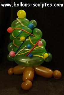 sapin décoré en ballons