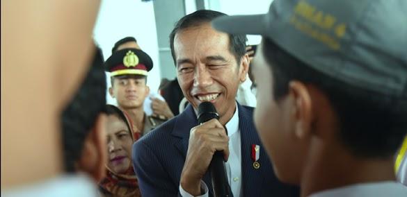 Jokowi Ketahuan Berkali-kali bagi-bagi Sembako Demi Pilpres, Gerindra: Udah Gak Tau Malu!