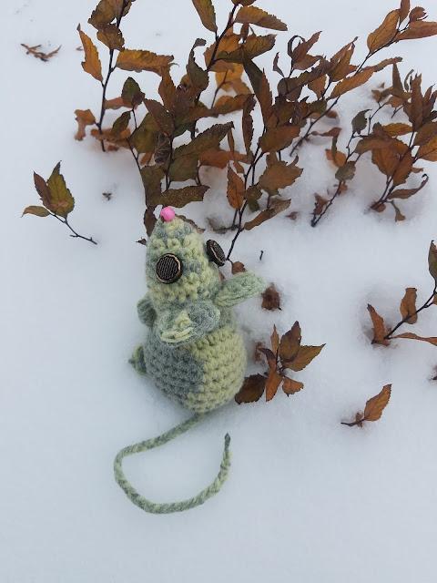 маленькой мышке холодно зимой...