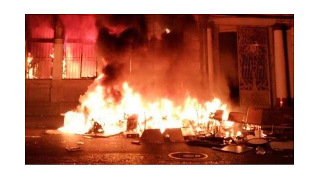 LATINOAMÉRICA: SIP calificó grave atentado a la Libertad de Prensa la quema del diario el Mercurio en Chile.