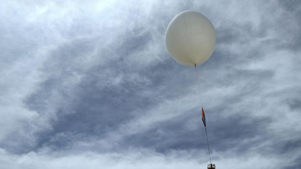 Θεσσαλονίκη: Αναστάτωση για μετεωρολογικό μπαλόνι που έπεσε στη θάλασσα