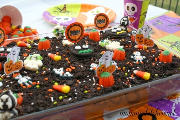halloween dirt cake if youre looking for a fun halloween themed dessert try this kid and adult friendly halloween dirt cake