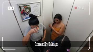 Le ponen multas a las colombianitas en el ascensor