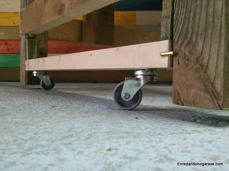 Mesa de trabajo con ruedas plegables. Enredandonogaraxe.com
