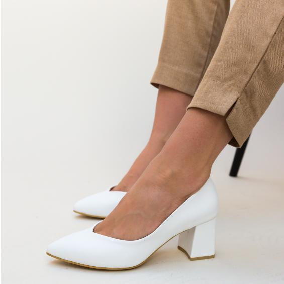 Pantofi albi de zi cu toc gros mediu comozi de femei frumosi