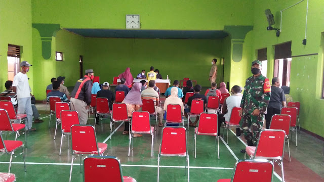 Babinsa Koramil  Wonosari Amankan Penyaluran BST