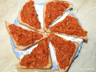 Zacusca de vinete pe paine reteta mancare vegana gustare aperitiv de post cu legume vanata ardei gogosari rosii retete mancaruri zacuste de casa traditionale romanesti,