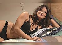 Joana Alvarenga de lingerie