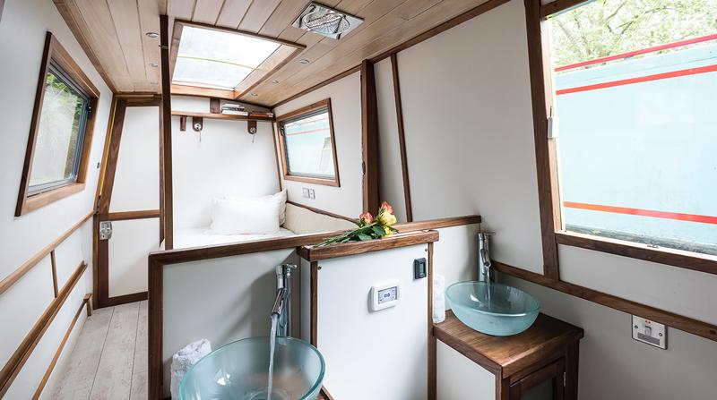 Dormire nelle case più belle di Londra la casa galleggiante a Little Venice bagno