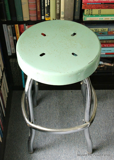 stool, farmhouse, rust, vintage, mineral paint, fusion, diner stool, before and after, http://bec4-beyondthepicketfence.blogspot.com/2016/05/vintage-farmhouse-stool.html