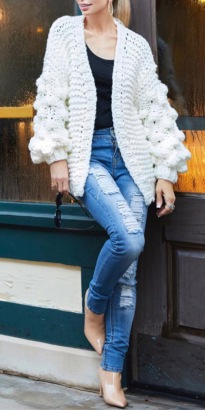 Are you wondering which pieces of clothing are in style this winter? Here we've prepared a complete list of the best winter fashion lookbook. Women's Outfit Ideas via higiggle.com | boho knit white cardigan | #winterstyle #fashion #cardigan #knit