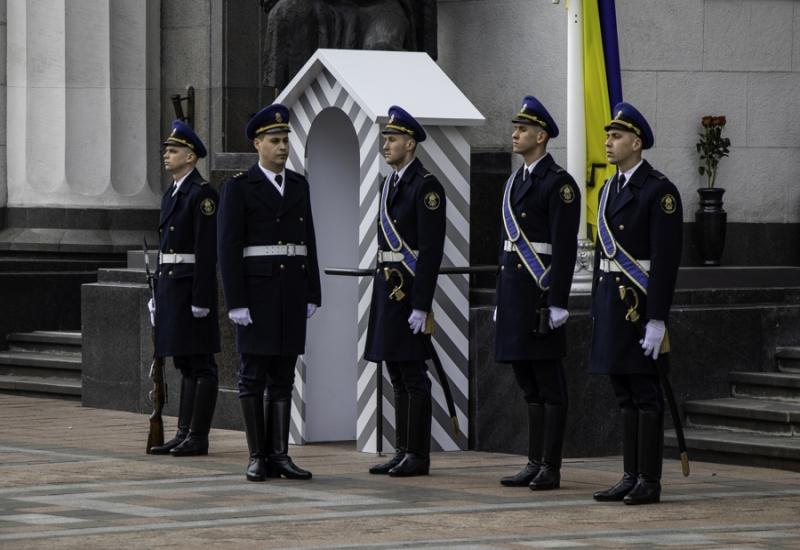 Біля Верховної Ради з'явився пост почесної варти Нацгвардії