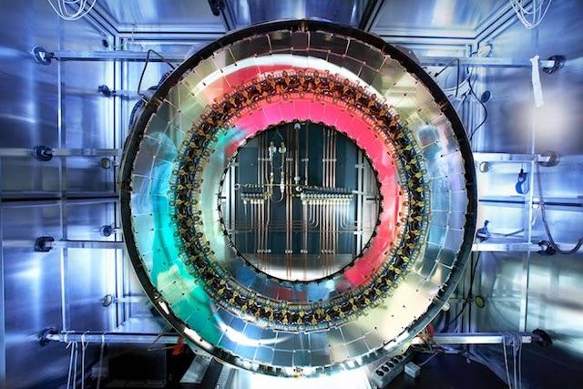 CERN: Ελπίζουν να έρθουν σε επαφή με ένα παράλληλο σύμπαν τις επόμενες μέρες!