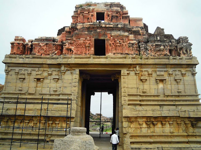 The entrance tower (gopuram) of the Krishna Temple in Hampi
