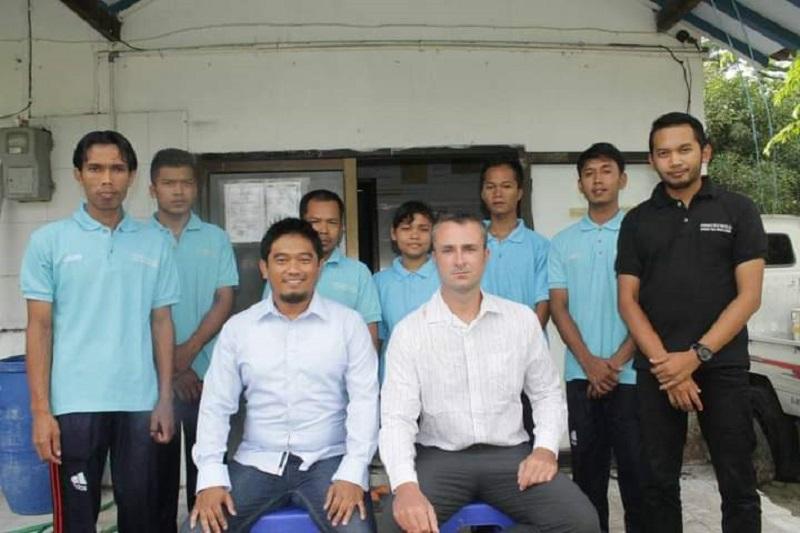 Novi bersama tenaga ahli dan para pekerja