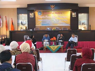 Pengertian, Macam-macam, Tata Cara dan Prinsip-prinsip Diskusi serta Tugas Moderator dalam Diskusi